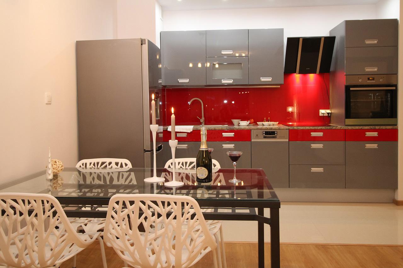 Come pulire cucina laccata lucida 3 utili consigli - Pulire porte legno ...
