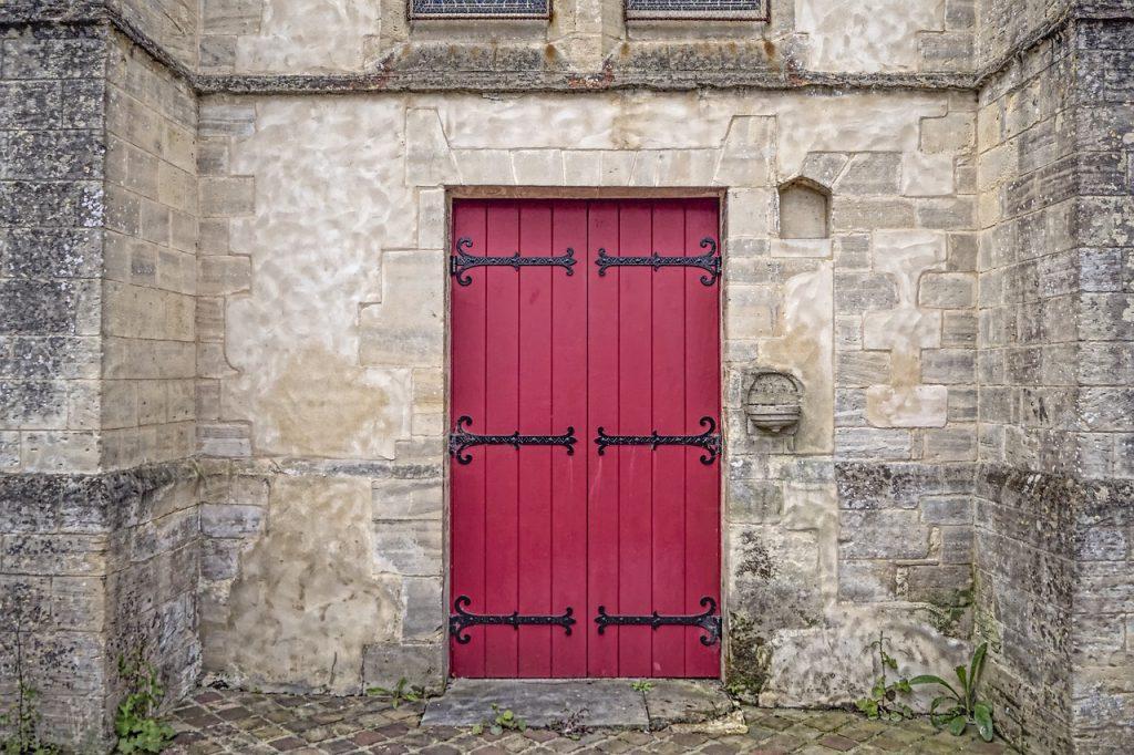 Come verniciare porte in legno finmaster porte massello - Pulire porte legno ...