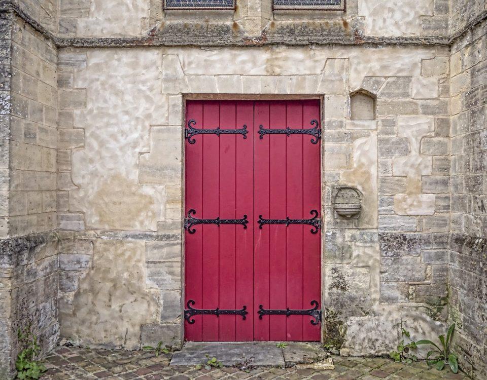 come verniciare porte in legno