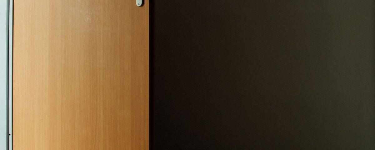 Come pulire porte in laminato in 3 mosse finmaster porte massello - Pulire porte legno ...