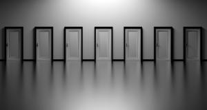 come pulire porte interne bianche